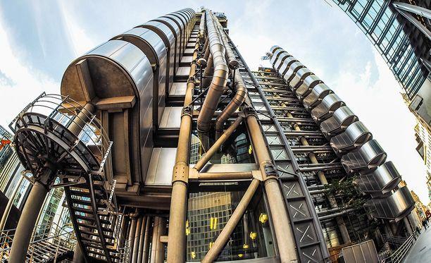 Vuonna 1986 rakennettu Lloyd'sin nykyinen rakennus on Lontoon Cityn maamerkkejä. Sen on suunnitellut Richard Rogers.