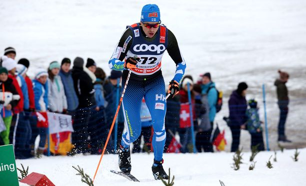 Aika-ajon voittanut Mertti Jylhä hyytyi puolivälierissä Oberstdorfissa.