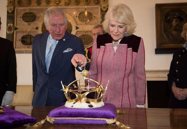 Walesin prinssi Charles ja herttuatar Camilla kuuluvat kuninkaallisen perheen aktiivisimpiin jäseniin. Parilla on lukuisia edustustehtäviä kuukausittain.