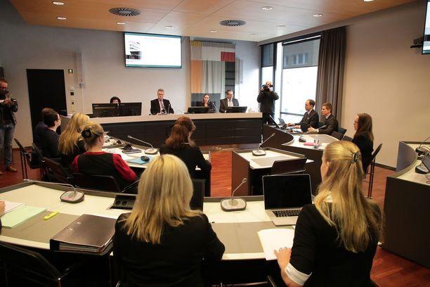 Turun puukotusten oikeudenkäynti alkoi maanantaiaamuna Varsinais-Suomen käräjäoikeudessa.