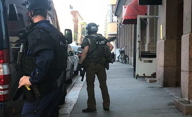 Poliisin mukaan sivullisilla ei ole vaaraa.