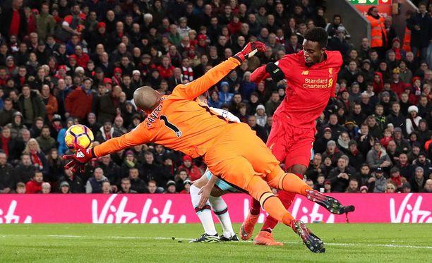 Liverpoolin Divock Origi tasoitti loppunumeroiksi 2-2.