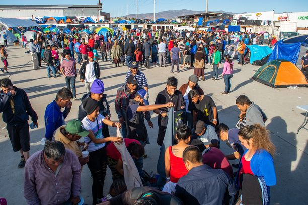 Niin sanottu siirtolaiskaravaani Tijuanassa Meksikossa 2. joulukuuta.