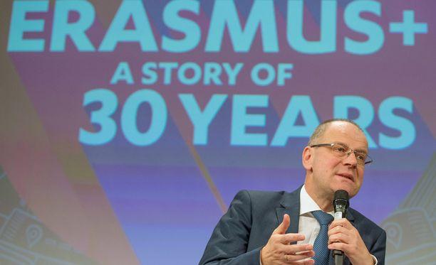 EU-komissaari Tibor Navracsics puhuu Erasmuksen 30-vuotis pressitilaisuudessa.