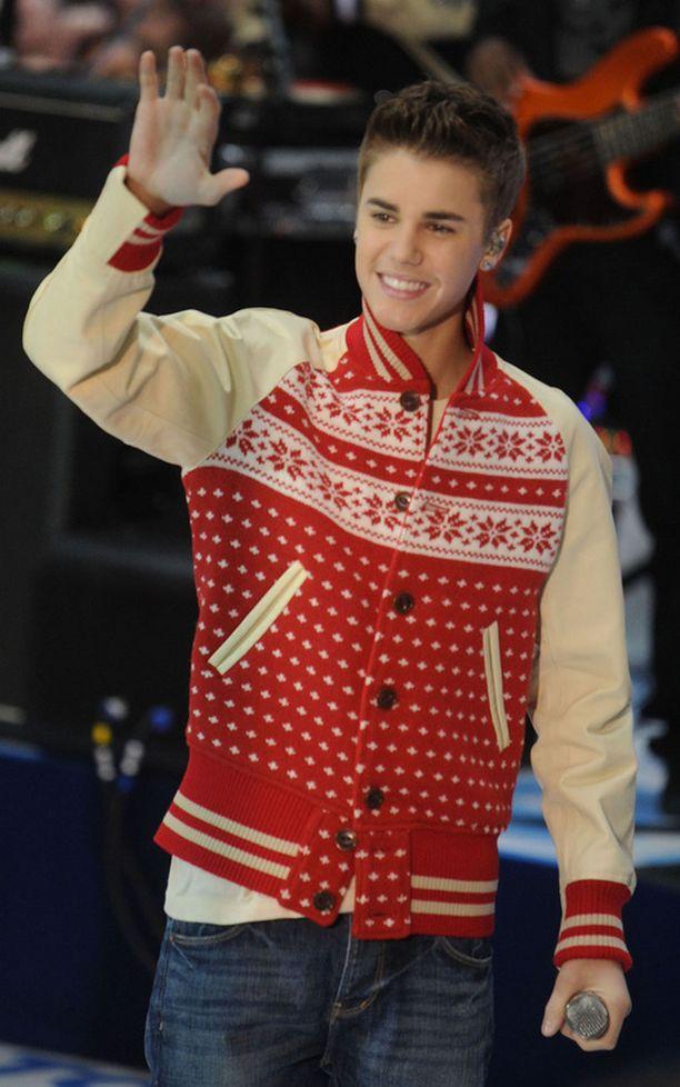 Justin Bieber pääsi laulamaan Mariah Careyn kanssa duettona vanhan jouluhitin.