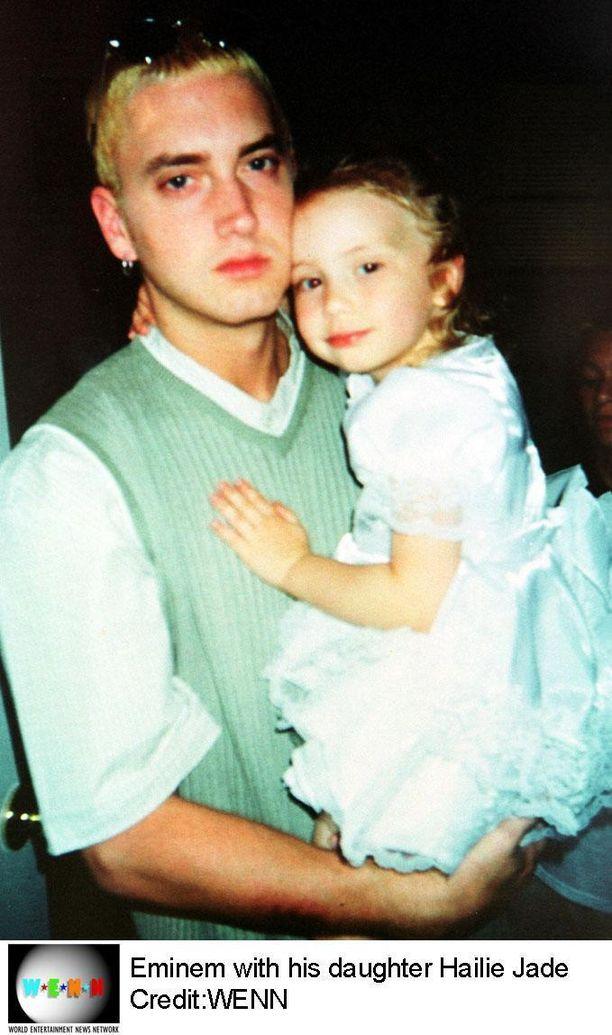 Kuvassa Eminem tyttärensä kanssa, kun Hailey oli pieni.