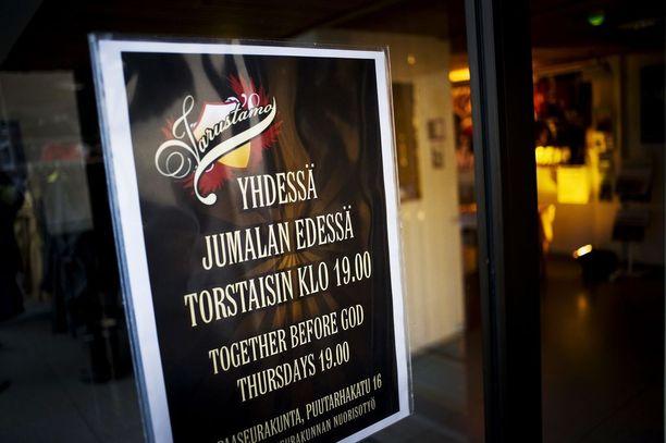 """Nimensä muotoon """"Elävät Vedet"""" muuttanut Aslan ry järjesti eheytymisillan Jyväskylän vapaakirkossa syyskuussa 2011."""