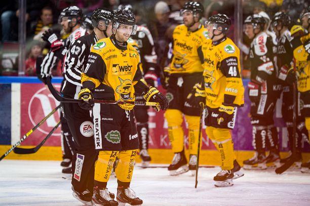 Mikael Kuronen lähti suihkuun.