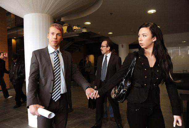 Antti Kurhinen oli aiemmin naimisissa toisen BB-tähden Henna Kalinaisen kanssa. Pari on sittemmin eronnut.