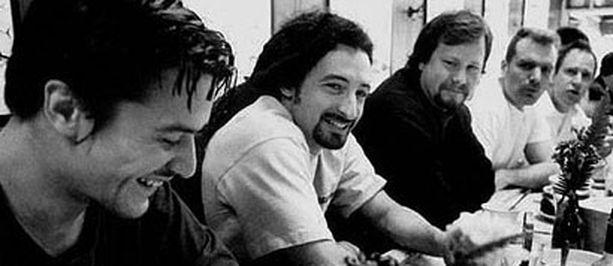 Faith No More palaa keikkalavoille. Kuva vuodelta 1997.