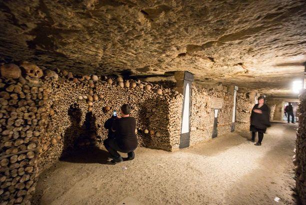 Alle 14-vuotiaat lapset pääsevät katakombeihin vain aikuisen seurassa.