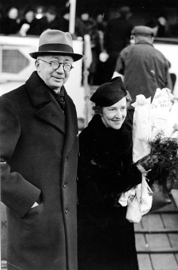 Ulkoministeri Rudolf Holstin eron syistä levisi aikanaan hyvin epämääräisiä tietoja. Kuva vuodelta 1938.