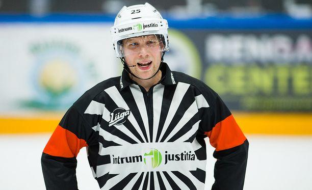 Aleksi Rantala puhaltaa otteluita pian alkavissa olympialaisissa.