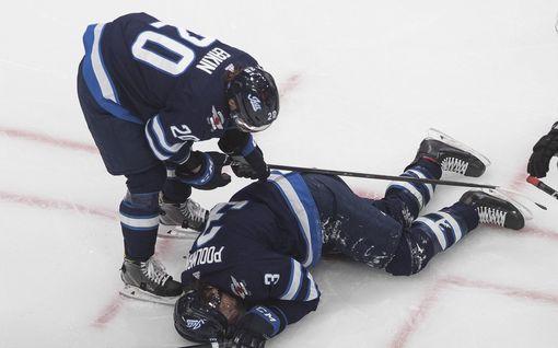 NHL-pakki sai rajun iskun – jätti kaukalon verta valuen