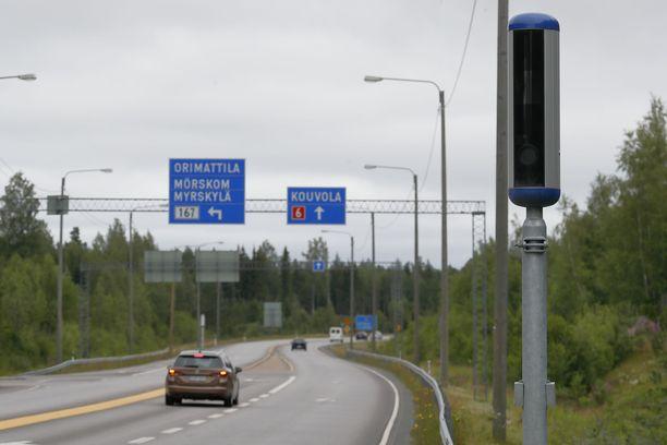 Uusia peltipoliiseja otetaan käyttöön Suomen maanteillä pikku hiljaa.