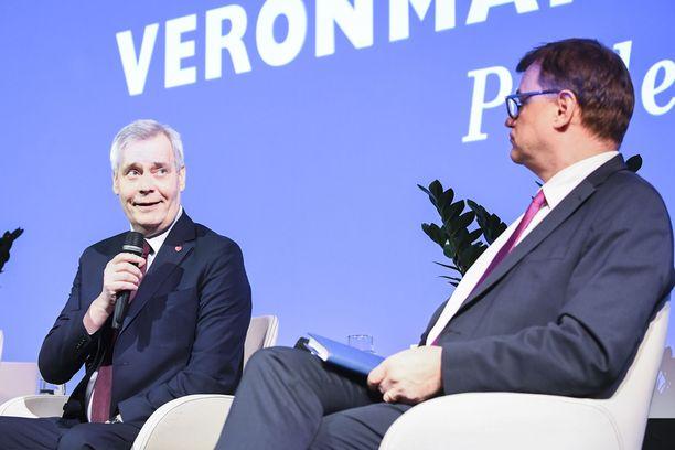 SDP:n Antti Rinne on ilmoittanut vaalibudjetikseen liki 65 000 euroa. Keskustan Juha Sipilä on sen sijaan ilmoittanut vaalibudjetikseen 36 000 euroa.