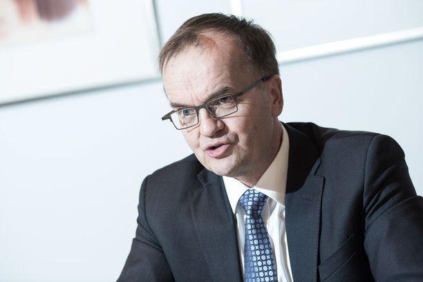 Business Finlandin pääjohtaja Pekka Soini on tiukan paikan edessä.