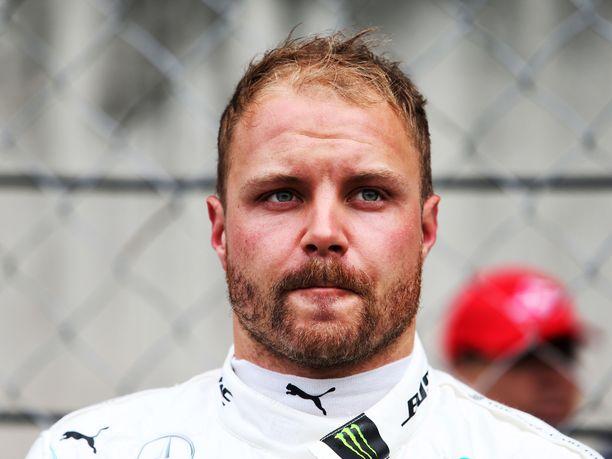 Valtteri Bottas on kolmen kilpailun jälkeen MM-sarjassa toisena. Tallikaveri Lewis Hamilton on vain kuusi pistettä karussa.