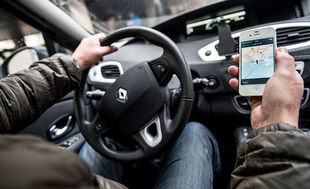 Poliisi on laskenut, että Suomessa kiinni jääneet Uber-kuskit ovat tienanneet luvattomalla taksiliikenteellä jopa liki kaksi miljoonaa euroa.
