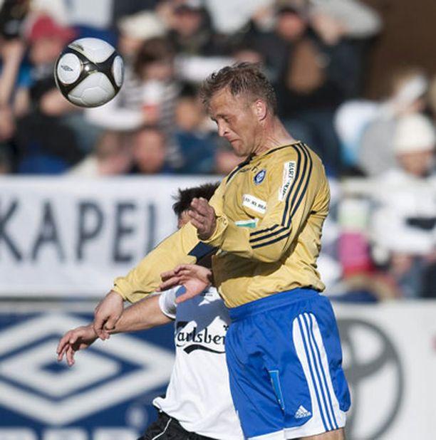 Valeri Popovitsh näpäytti Sedu Koskista puskemalla HJK:n toisen maalin, kun Klubi voitti Hakan vieraissa 2-1.