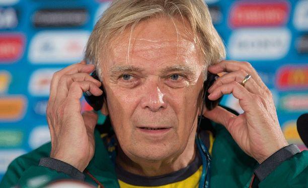 Volker Finke lupaa, että Kamerun pelaa tänään täysillä Brasiliaa vastaan.