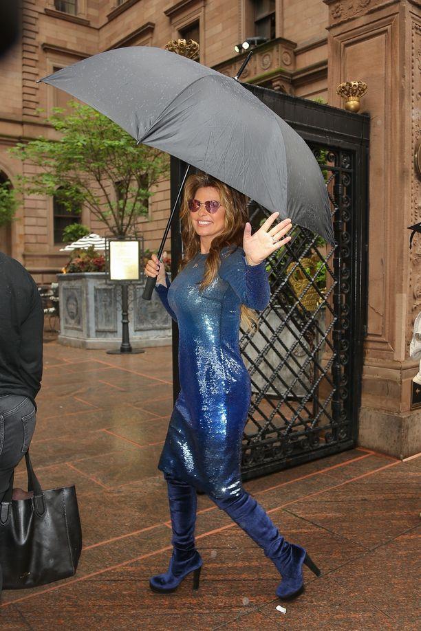 Näin iloisesti Shania Twain vilkutteli viime kuussa New Yorkissa.