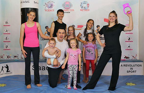 Koko Saadvakassin perhe on innoissaan nyrkkeilystä. He myös treenaavat yhdessä.