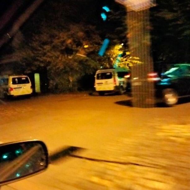 Paikalla oli useita poliisipartioita.