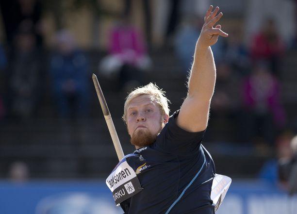 Tuomas Laaksonen heitti kuvan kilpailussa Turussa vuonna 2013 ennätyksensä 81,73.