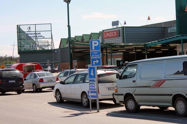 Parkkipaikkojen peruutuskolarit muodostavat yli 40 prosenttia kaikista korvattavista kolarivahingoista.