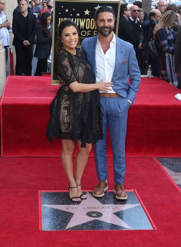 Eva Longoria vierellään puoliso Jose Baston.