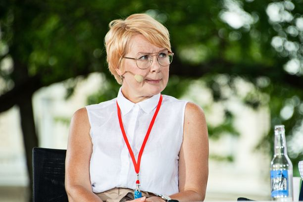 - I do not see that if we have one video [featuring only men], then the Prime Minister's Office would be an unequal place, Päivi Anttikoski commented.