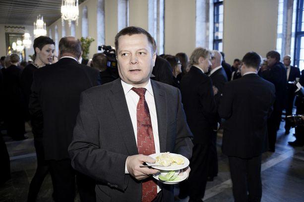 Kansanedustaja Mustajärven mielestä liikenneverkkojen yhtiöittäminen johtaisi kansalaisten rahastamiseen.