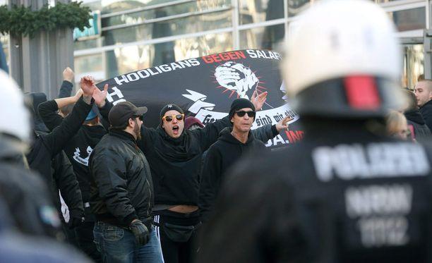 Maahanmuuttoa vastustava Pegida järjesti mielenosoituksen Kölnissä.