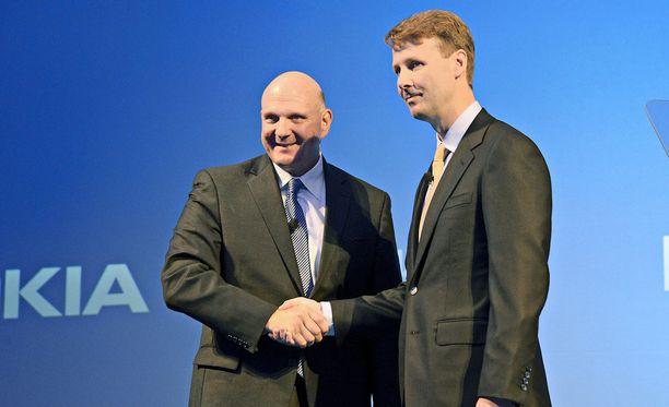 Nokian hallituksen puheenjohtaja Risto Siilasmaa kertoo uudessa kirjassaan miten saavutti äkkipikaisena ja kiivaana pidetyn Microsoftin toimitusjohtajan Steve Ballmerin kanssa luottamuksellisen ja hyvän keskusteluyhteyden, joka auttoi paljon yli puoli vuotta kestäneessä neuvotteluväännössä.