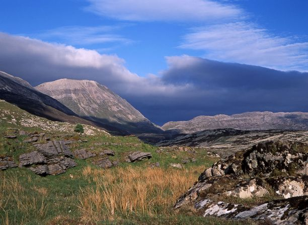 Skotlannista löytyy avaria vuoristomaisemia.