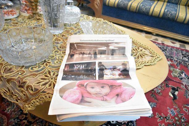 Ali ja Saba päätyivät vastaanottokeskukseen Kauhavalla. Tyttärestä on juttu paikallisessa lehdessä.