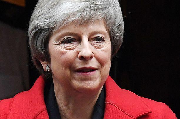 May ei vielä päästä brexit-sopimusta äänestykseen asti, koska hän tietää häviävänsä.