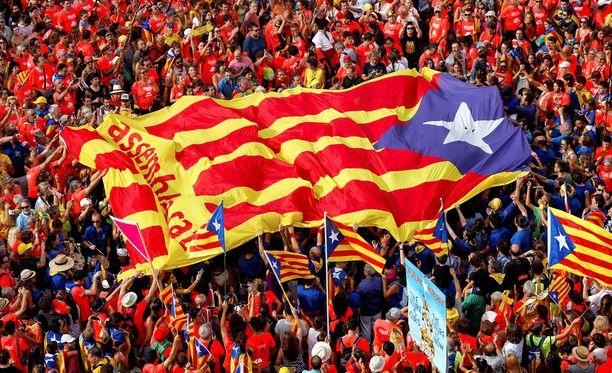 Katalonian itsenäisyyttä kannattavat saavat paljon näkyvyyttä, mutta heitä on vain noin puolet katalonialaisista.