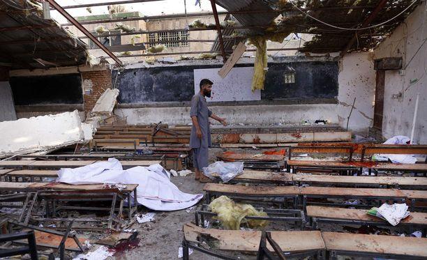 Kuva tuhoutuneesta koulutuskeskuksen rakennuksesta Kabulissa.
