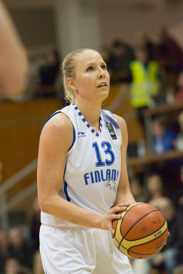 Tiina Sten edusti Suomea 102 A-maaottelussa.