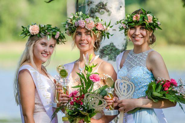 Miss EW 2021 -kilpailun kärkikolmikko: Assi Paananen, Veera Honkanen ja Eveliina Vahter.