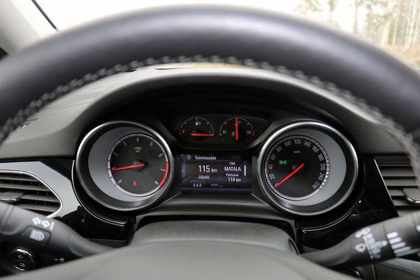 Opel Astran -kaasuauton mittaristo kertoo, milloin kaasu on vähissä.