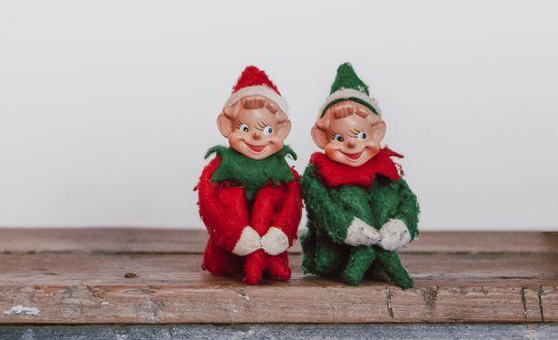 Elf on the shelf -hahmon esikuvana on 60-luvulta peräisin oleva polviaan halaava tonttukoriste.