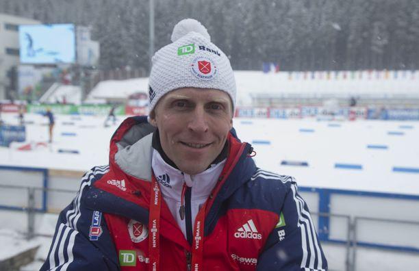 Jonne Kähkönen on aiemmin valmentanut Yhdysvaltojen naisten maajoukkuetta. Kuva vuodelta 2015 Nove Mestosta.