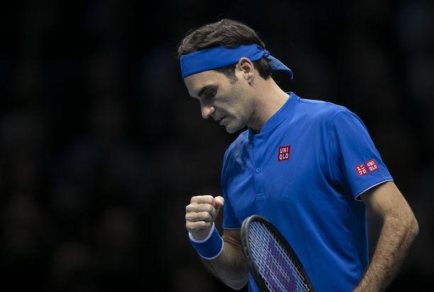 Tyylikkyydestään tunnettu Roger Federer näytti turhautumisensa.