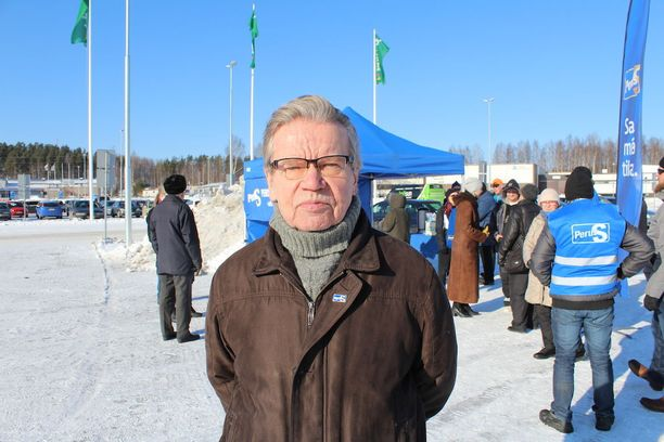Perussuomalaisten jyväskyläläinen puoluekonkari Kauko Tuupainen haluaa naisen puolueen johtoon