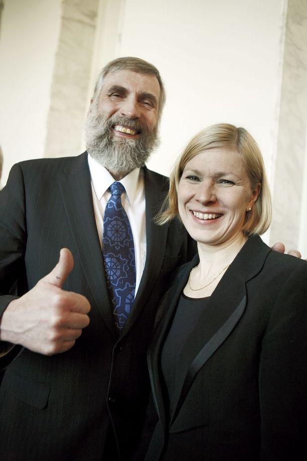 Juha Mieto ja Marjo Matikainen-Kallström ovat suomalaisia hiihtolegendoja ja entisiä kansanedustajia. Kuva vuoden 2010 valtiopäivien avajaisista.