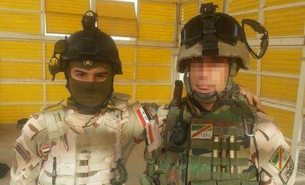 Ahmad (oikealla) palveli Irakin armeijassa, kun hän joutui militiaryhmän kiduttamaksi.