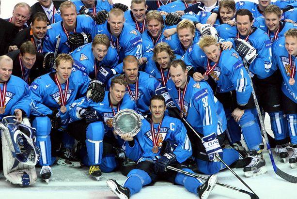 Leijonat juhli pronssia, kun Riiassa pelattiin MM-kisat 2006.